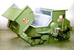 Дробилка молотковая ротоционная. Применяется для измельчения кирпичного боя, отходов строительной керамики и черепицы, торфа, нефтеного угля (Пек), доломита, некоторых химических продукто
